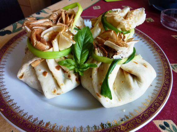 Κρέπα πουγκί με τυρί Camembert και κολοκύθι