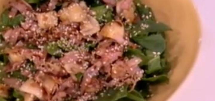 Ζεστή σαλάτα με σπανάκι