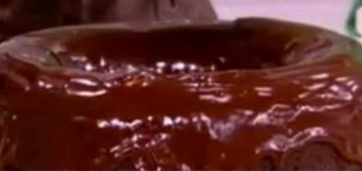 Κέικ σοκολάτας με σως σοκολάτας