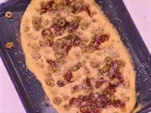 Λαγάνα με λιαστές ντομάτες, ελιές, ρίγανη και σουσάμι