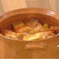 Μελιτζάνα στο πήλινο με ζαμπόν και τυρί Μετσοβόνε