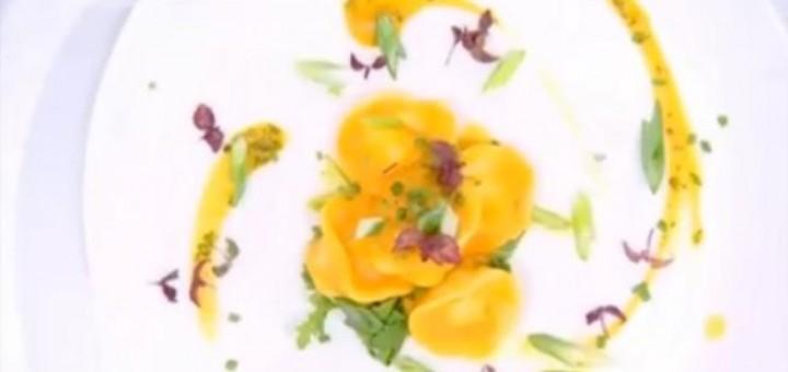 Τορτελίνι με ρικότα, πράσο, γλυκιά κολοκύθα και φασκόμηλο