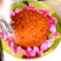 Κέικ με κόκκινες πραλίνες