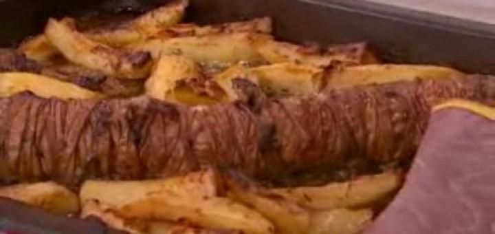 Κοκορέτσι στο φούρνο με πατάτες