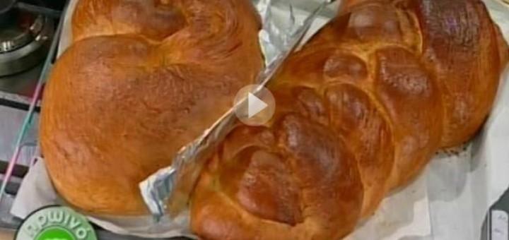 Πασχαλινά τσουρέκια από την Αργυρώ Μπαρμπαρίγου