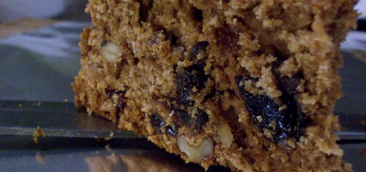 cake with raisins and walnuts