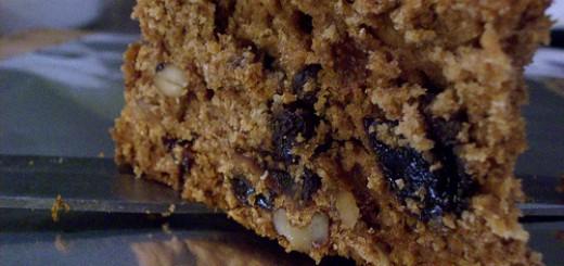 cake with raisins and walnuts