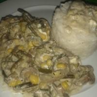 Αμπελοφάσουλα με μανιτάρια, κρέμα γάλακτος και τυρί φέτα