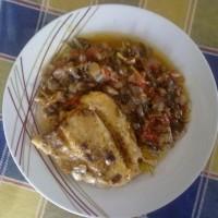 Πέρκα στο φούρνο με ντομάτα και μαΐντανό