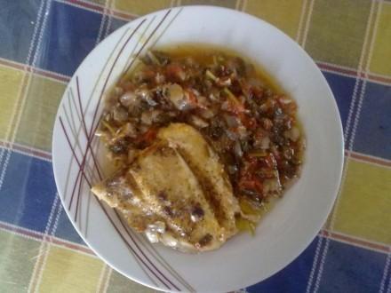 Πέρκα με ντομάτα και μαΐντανό